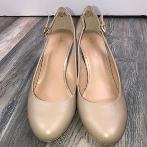 Kelly & Katie Taupe Leather Wedges in size 9.5